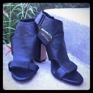 Pour la Victoire 8M heels